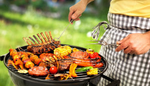 10 mejores utensilios de cocina para acampar en 2020